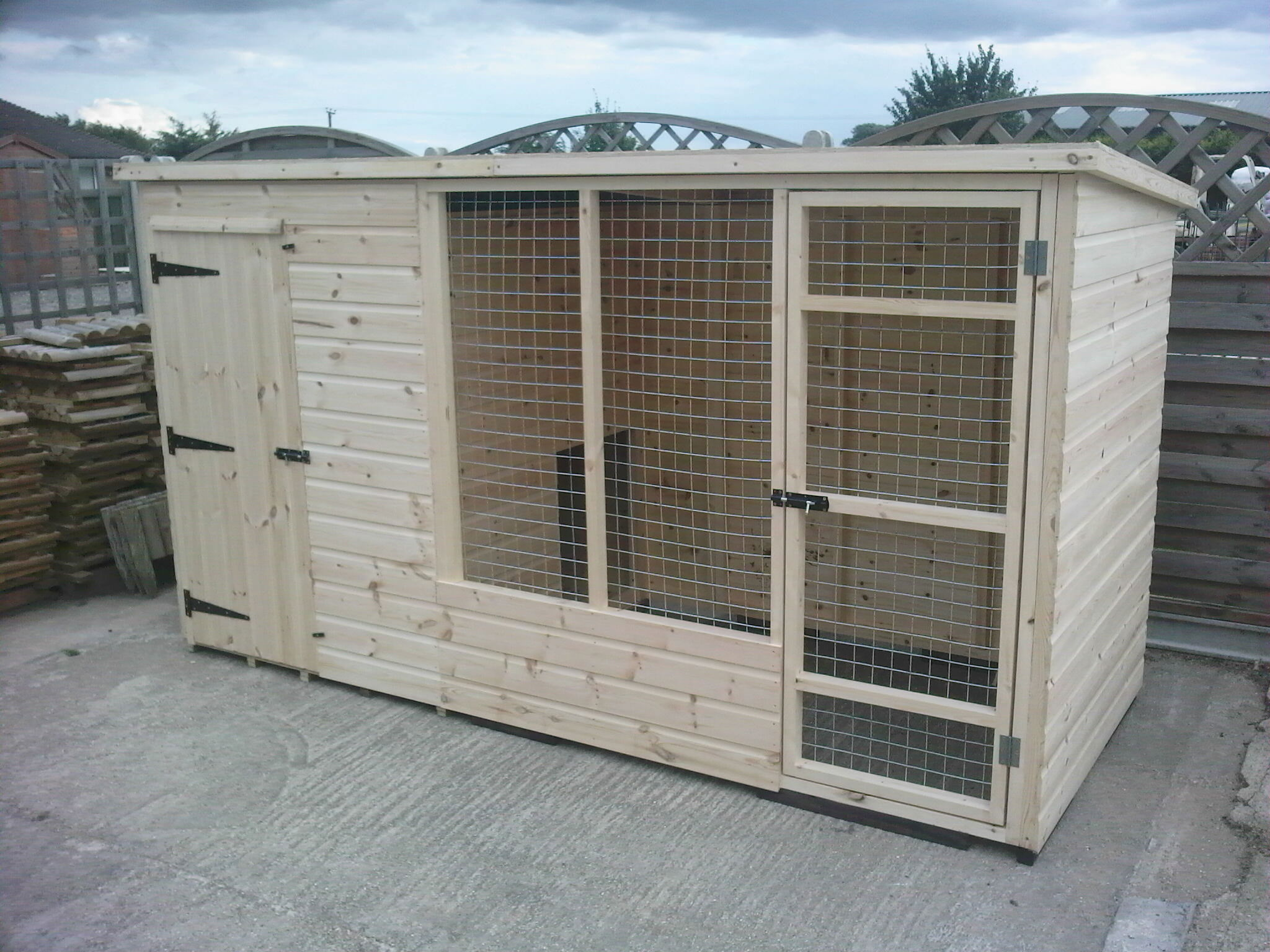 Hutchnsuch wooden dog kennels and runs for Puppy dog kennels